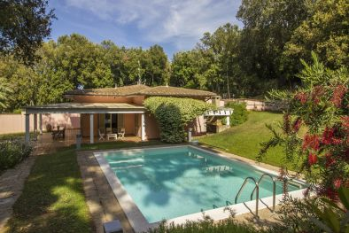 PUNTA ALA: VILLA WITH GARDEN AND POOLS FOR SALE | Romolini - Christie's