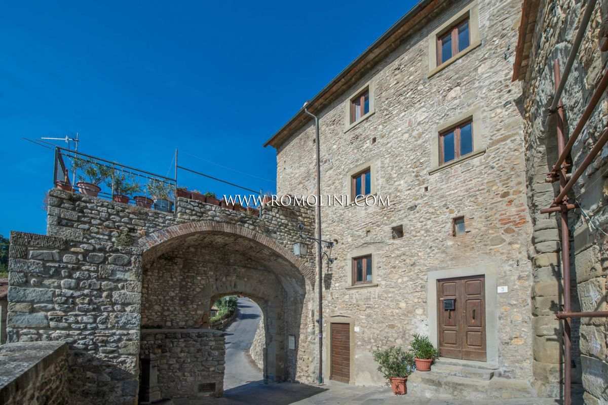 ANGHIARI: PANORAMIC TOWN HOUSE ON THE RAMPARTS, TUSCANY, HISTORICAL ...