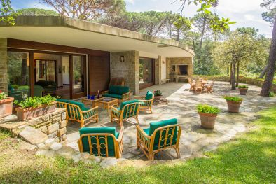 EXCLUSIVE VILLA WITH GARDEN AND ACCESS TO THE BEACH FOR SALE, ROCCAMARE | Romolini - Christie's