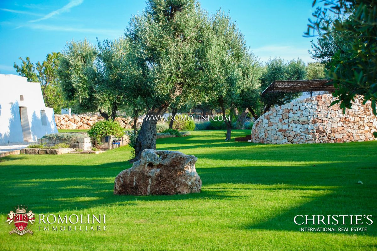 LUXURY VILLA FOR SALE IN APULIA