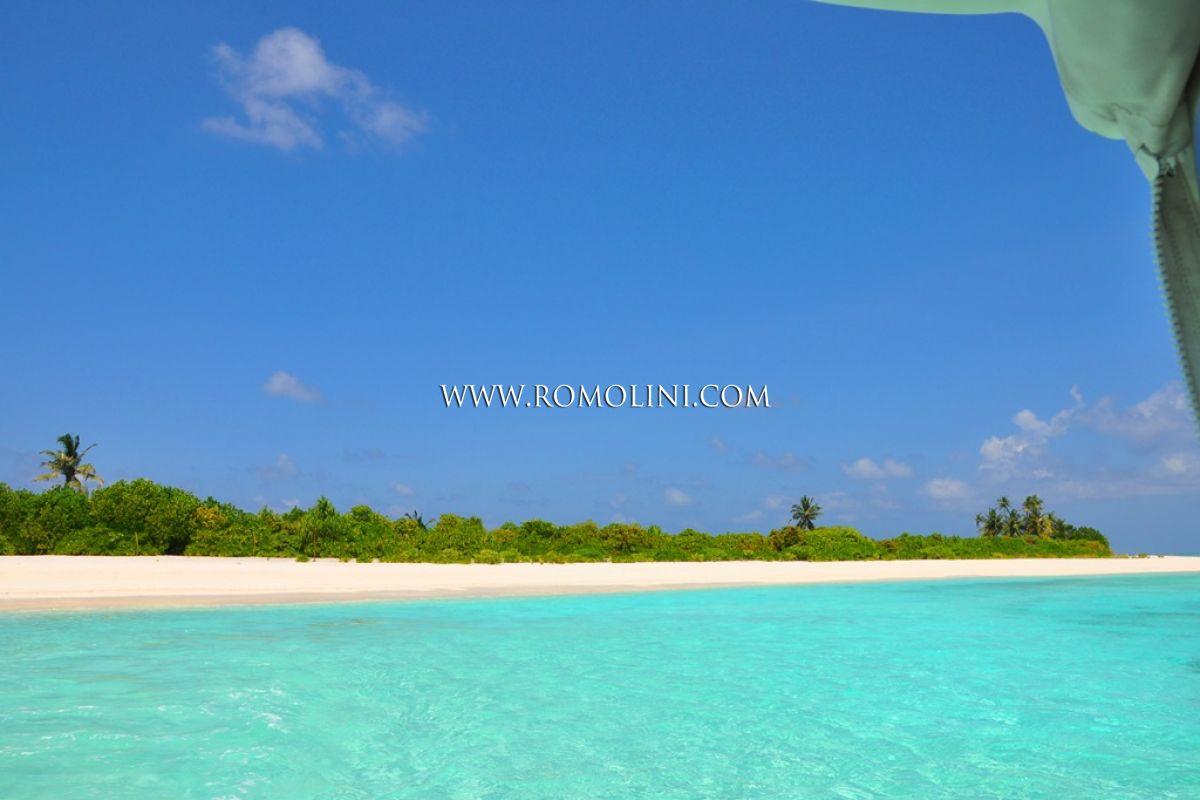 purchasing island in the maldives. Black Bedroom Furniture Sets. Home Design Ideas