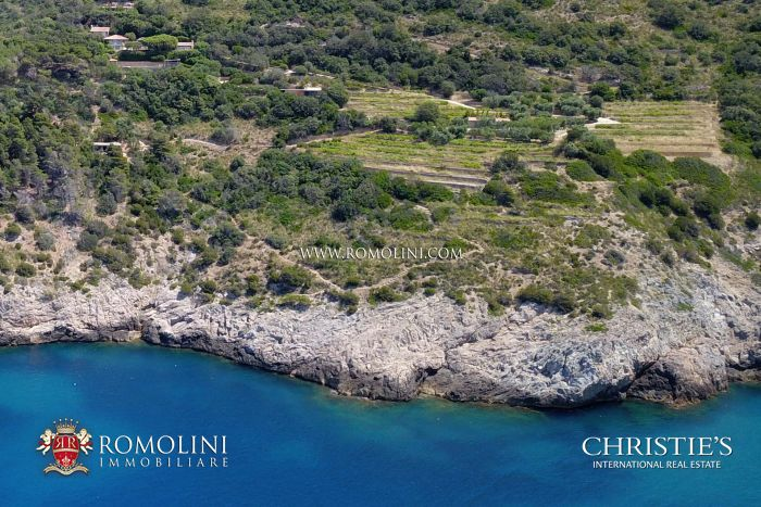30-HA WATERFRONT ESTATE WITH VILLAS AND SEA ACCESS FOR SALE ARGENTARIO, TUSCANY